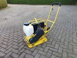 Trilplaat-Strama-Hatz-1B20-diesel-met-wielset-en-rubbermat